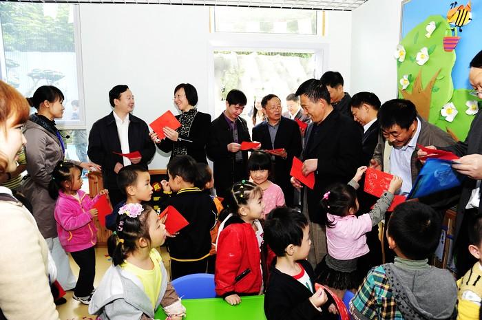 市委领导高度评价兴天汇科学幼儿园幼儿科学环境创设